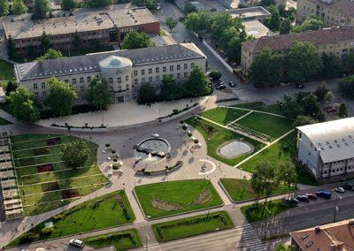 https://az.wikipedia.org/wiki/Dunauyvaro%C5%9F#/media/File:Dunauyvaros_universiteti.jpg